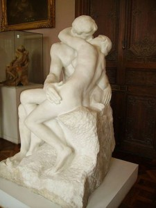 3.auguste-rodin-the-kiss-rodin-museum-pariscopy